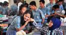 Hiks...SMA/SMK Gratis Tinggal Angan-Angan Belaka - JPNN.com