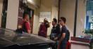 Polisi Periksa Keluarga Novel di Kediamannya - JPNN.com