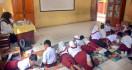 Nasib Guru GTT di SD dan SMP Memprihatinkan - JPNN.com