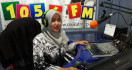 Andhien Asyifa, Guru Honorer Nyambi jadi Penyiar Radio - JPNN.com