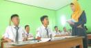 Dispendik Kembali Beri Janji untuk Guru Tidak Tetap - JPNN.com