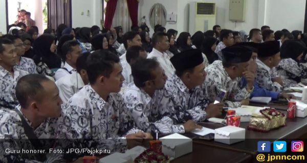 Kemenag Ogah Pakai 50 Persen Dana BOS Buat Gaji Guru Honorer - JPNN.COM
