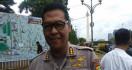 Sayat Wajah Penumpang, Sopir Taksi Online Ini Ambruk Ditembak Polisi - JPNN.com