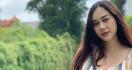 Aura Kasih Geram Rumah Tangganya Jadi Bahan Gosip - JPNN.com