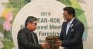 Wamen LHK Bahas Isu Kehutanan dengan Menteri Malaysia - JPNN.com
