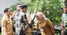 Keluh Kesah Bupati Ade Yasin di Depan Jokowi soal Kemacetan di Jalur Puncak - JPNN.com