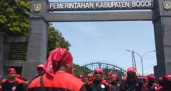 Serikat Pekerja Kabupaten Bogor Tuntut Upah Minimum Rp 8,5 Juta - JPNN.COM