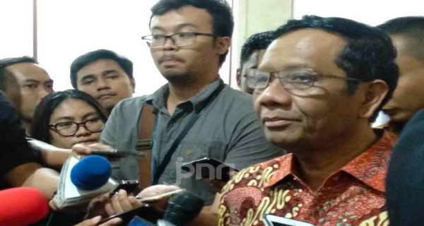 Pimpinan KPK Tolak Dakwah UAS, Mahfud MD: Biasalah - JPNN.COM