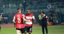 Curhat Greg Nwokolo Usai Diusir pada Laga Madura United vs Persebaya - JPNN.com
