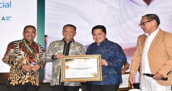 Ketua MPR Serahkan Penghargaan Marketeer of The Year 2019 - JPNN.COM