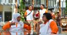 Gubernur Jatim Mengaku Sudah Lama Jatuh Cinta Pada Menteri Siti - JPNN.com