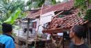 Sore Tadi Puting Beliung Merusak 60 Rumah di Ciomas Bogor - JPNN.com