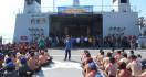 Ribuan Masyarakat Banyuwangi Antusias Ikuti Joy Sailing dengan KRI Surabaya-591 - JPNN.com
