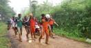 Sembilan Penambang Ilegal Terjebak di Lubang Selama 38 Jam - JPNN.com