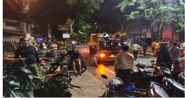 Dini Hari, Polisi Berjibaku Lawan 40 Anggota Geng Motor - JPNN.COM