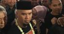 Gendong Safeea, Ahmad Dhani Senang Berada di Rumah - JPNN.com