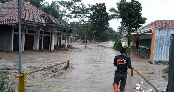 11 Orang Meninggal Akibat Banjir Bandang di Jasinga, Akses Jalan Terputus - JPNN.COM