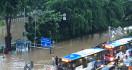 Banjir Jakarta Pagi Ini: Sejumlah Jalan Masih Terendam - JPNN.com