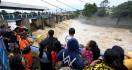 Hujan Sejak Sabtu Dini Hari, Sejumlah Pintu Air Siaga Tiga - JPNN.com