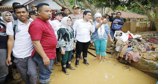 Mendes PDTT Tinjau Lokasi Banjir Lebak - JPNN.COM