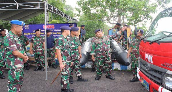 Siaga Bencana, Komandan Lanal Batuporon Dirikan Posko Gulben - JPNN.COM