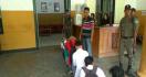 Pelajar Bolos Dihukum Menyanyi Indonesia Raya, Ternyata Tak Ada yang Hafal - JPNN.com
