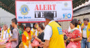 Sylviana Murni Serahkan Bantuan Untuk Warga Terdampak Banjir - JPNN.com