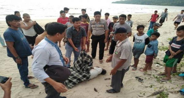 Heboh Penemuan Mayat Laki-laki di Tepi Laut Lubuk Tukko, nih Fotonya - JPNN.COM