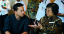 Gala Premiere Film Semesta, Menteri Siti Nonton Bareng Nicholas Saputra - JPNN.com