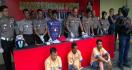 Berani Lawan Polisi dengan Sangkur, Langsung Ditembak di Kaki - JPNN.com