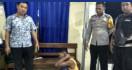 Perbuatan Bejat Suami Terungkap Saat Sang Istri Tiba-tiba Masuk Kamar Putrinya - JPNN.com