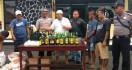Ratusan Botol Miras Disembunyikan di Bengkel Tambal Ban - JPNN.com