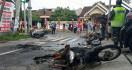Sejumlah Sepeda Motor Dibakar Suporter Jelang Laga Persebaya dan Arema FC - JPNN.com