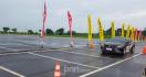 Kenali Risiko Tekanan Angin Ban Mobil Kurang atau Lebih - JPNN.com
