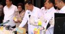 Polisi Bongkar Pabrik Kosmetik Ilegal di Bandung, Omzetnya Puluhan Juta - JPNN.com