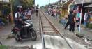 Tak Hiraukan Peringatan Warga, Kakak Beradik Ini Tewas Tertabrak Kereta Api - JPNN.com