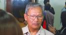 Repons Pak Yuri Ketika Umat Kristen Beribadah Jumat Agung di Rumah - JPNN.com