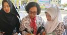 Bu Guru Nurul Minta Pemerintah Jangan Hanya Fokus ke Honorer K2 - JPNN.com