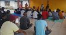 Nono Sampono Beri Bantuan Peralatan Sekolah Bahari di Leihitu - JPNN.com