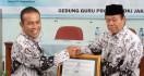 Forum Guru Honorer Non-K2 Puji Presiden Jokowi dan Bu Uni - JPNN.com