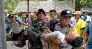 Calon Pengantin di Bawah Jembatan Bikin Heboh, Ditanya Polisi Jawabnya Berbelit-belit - JPNN.com