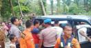Dua Siswi SMP Terjatuh ke Sungai Buaya Saat Berfoto Selfi, Winda Tewas, Rahma Hilang - JPNN.com