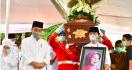Usai Memakamkan Ibunda, Pak Jokowi Kembali ke Jakarta Hari Ini, Langsung Sidang KTT G20 - JPNN.com