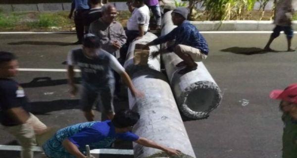 Virus Corona Menggila, Warga Surabaya Tutup Jalur Lingkar Luar Timur untuk Cegah Balap Liar - JPNN.COM