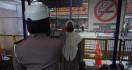 Cegah Penyebaran Corona, Belasan Santri Jalani Pemeriksaan Kesehatan di Terminal Kediri - JPNN.com