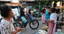 Teriakan Ganjar saat Gowes Keliling Semarang Bikin Emak-Emak Terkejut - JPNN.com