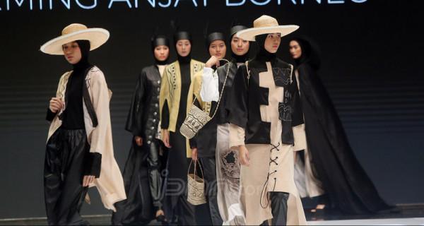 Perancang Busana Rokhmi Fitria Tampil di Indonesia Fashion Week 2019 - JPNN.com