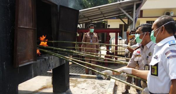 Balai Pertanian Musnahkan Daging Babi dan Celeng - JPNN.com