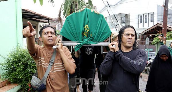 Jenazah Ria Irawan Disalatkan di Mesjid At Taqwa - JPNN.com