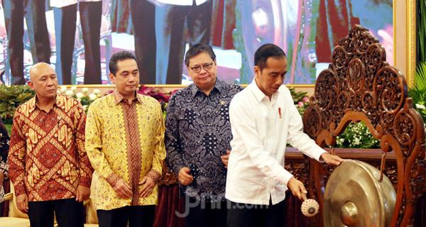 Presiden Joko Widodo saat membuka rapat kerja Kementerian Perdagangan Tahun 2020 di Istana Negara, Jakarta, Rabu (4/3). Foto: Ricardo - JPNN.com